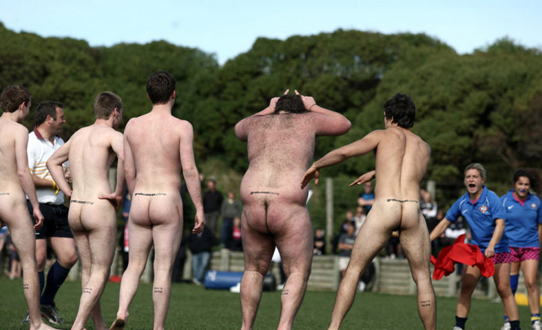 naked rugby player_003