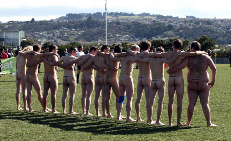 naked rugby player_004