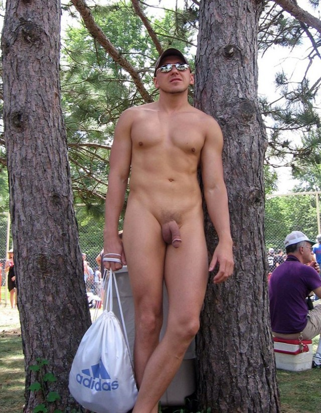 spycam men naked outdoor_012