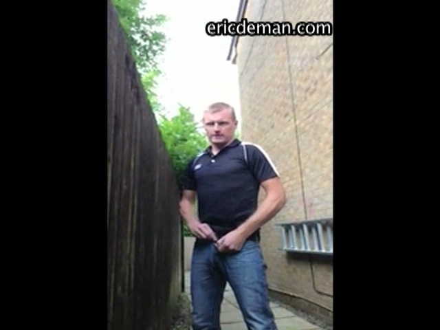hidden cam exhibitionis outdoor hard cock piss_005