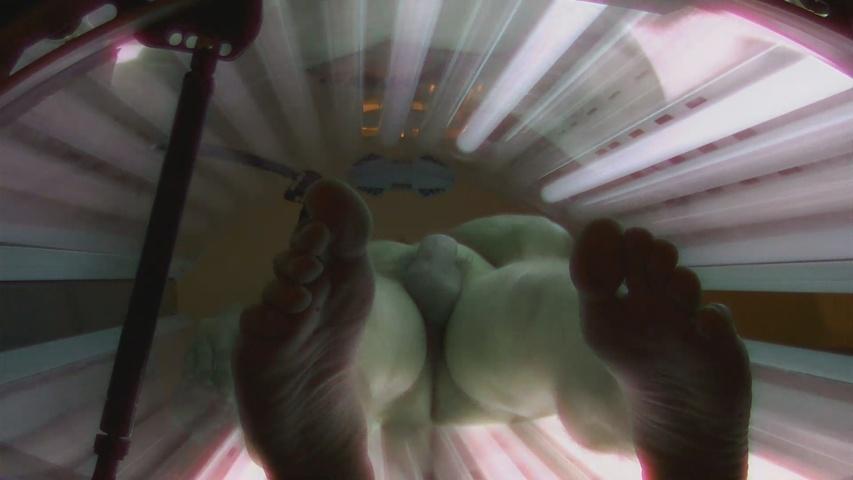 spycam man naked solarium hidden cam_004