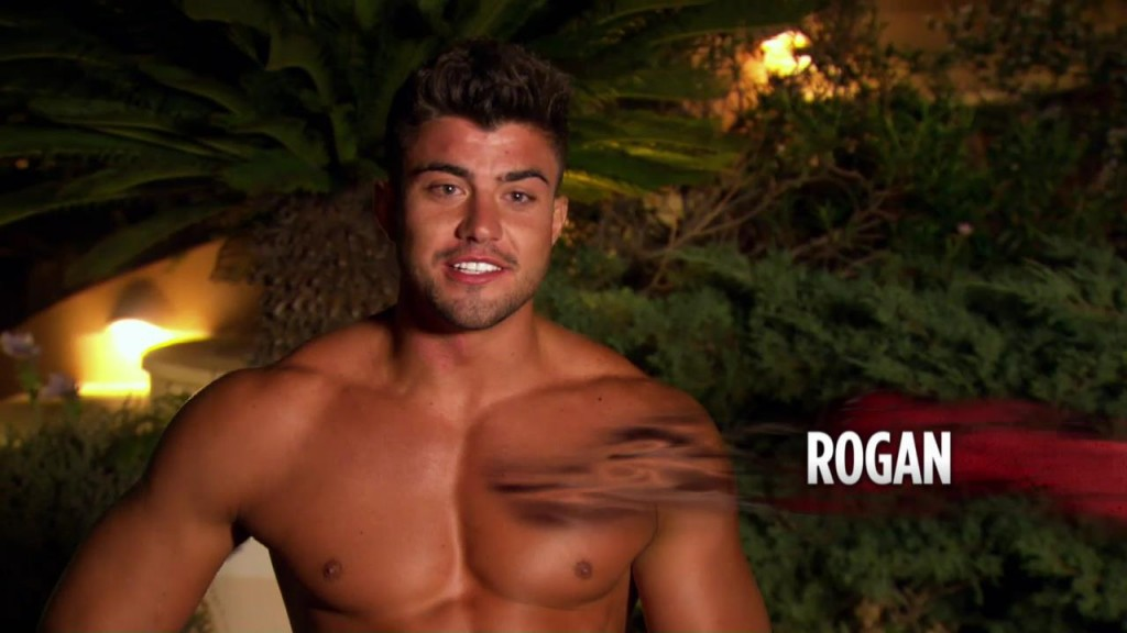 Rogan-O-Connor-ex on the beach