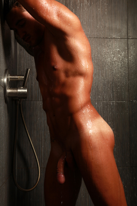 juan carlos leon naked shower