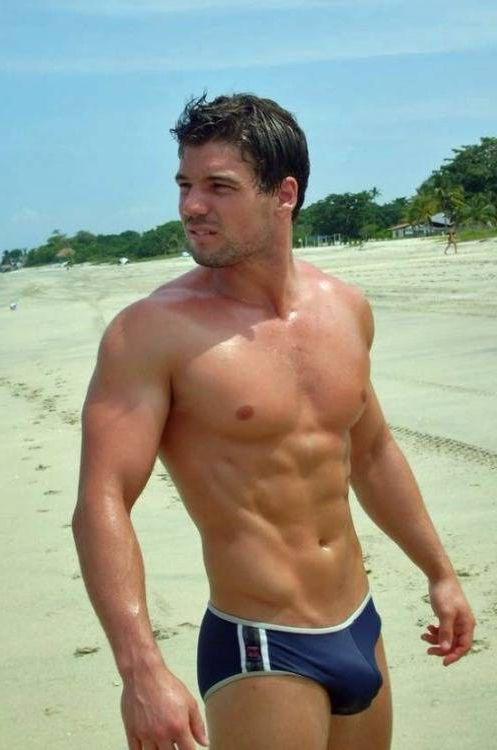 muscle stud beach bulge