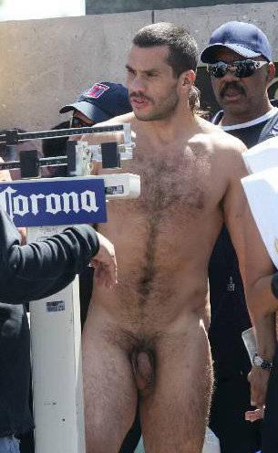 ruggerbugger boxer hugo hernan garay naked public weigh in_001