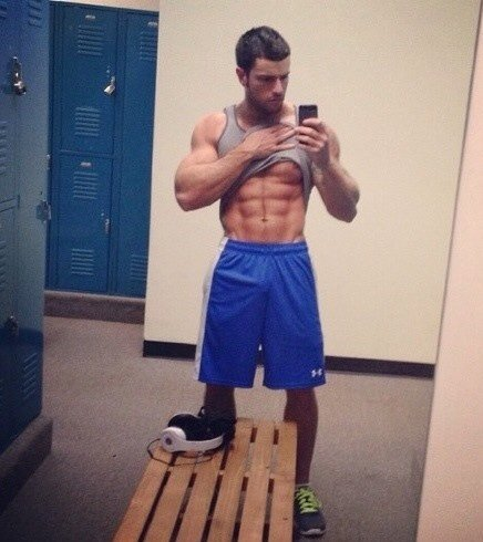 muscled stud lockerroom selfie