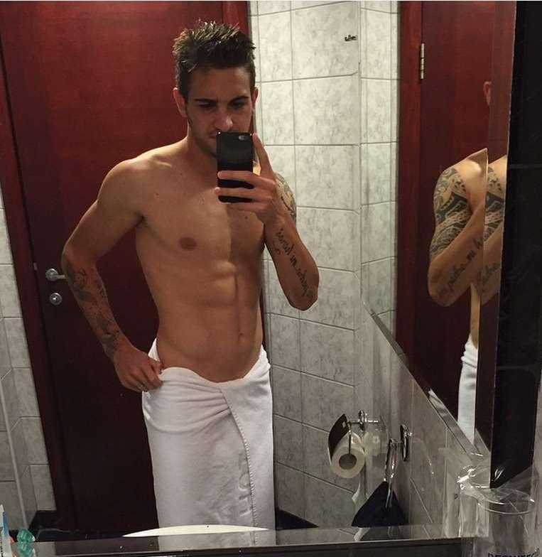 footballer naked selfie