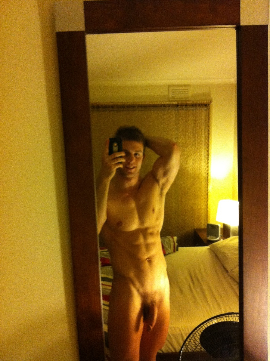 naked guy selfie