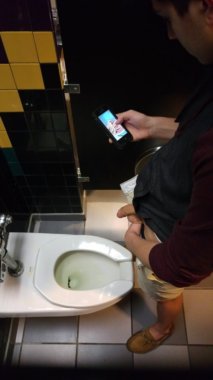 guy caught peeing toilet spycam