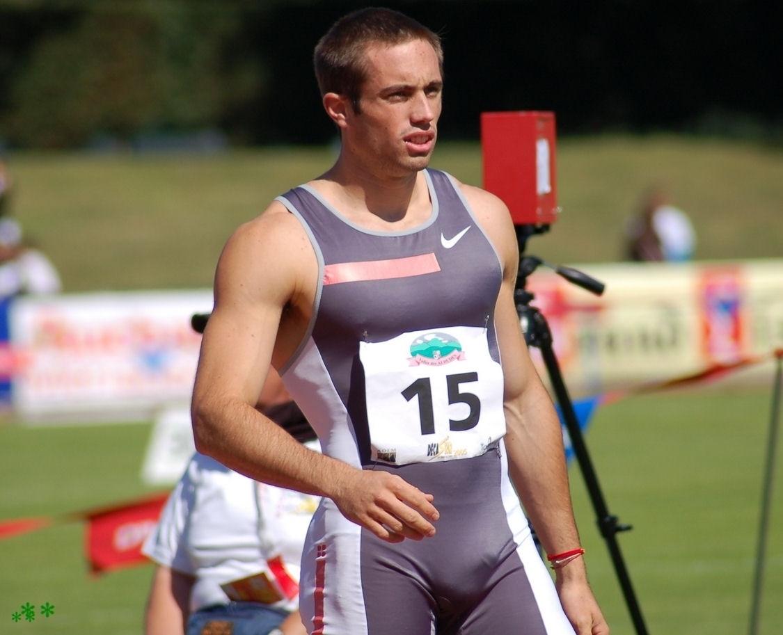sportsmen visible penis line