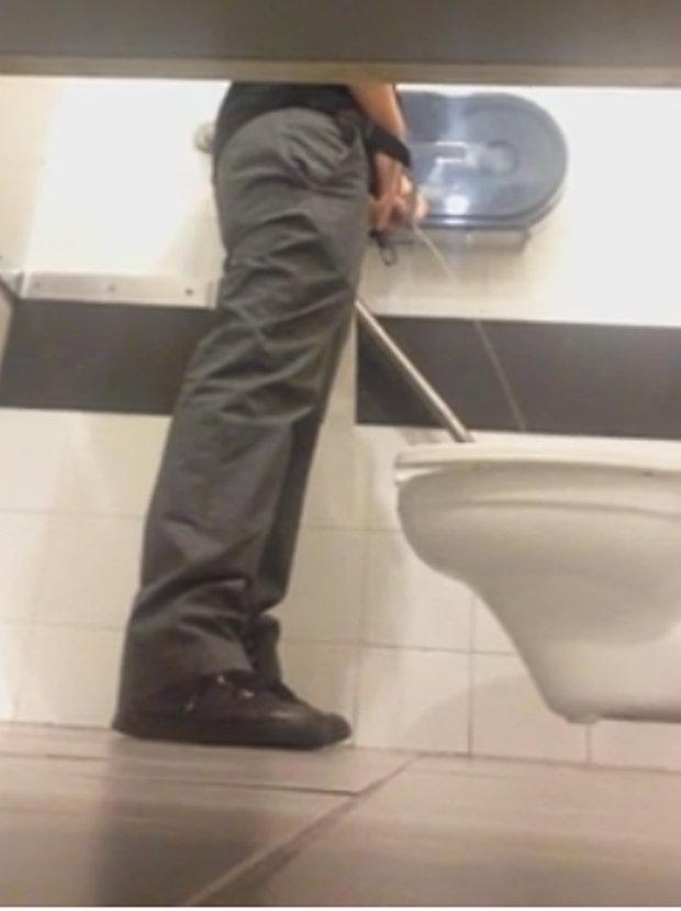 spy toilet under stall