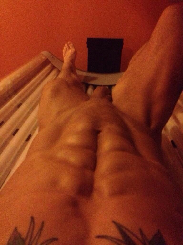 naked dude tanning bed