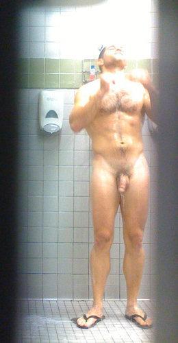 shower guy spycam sneakypeek