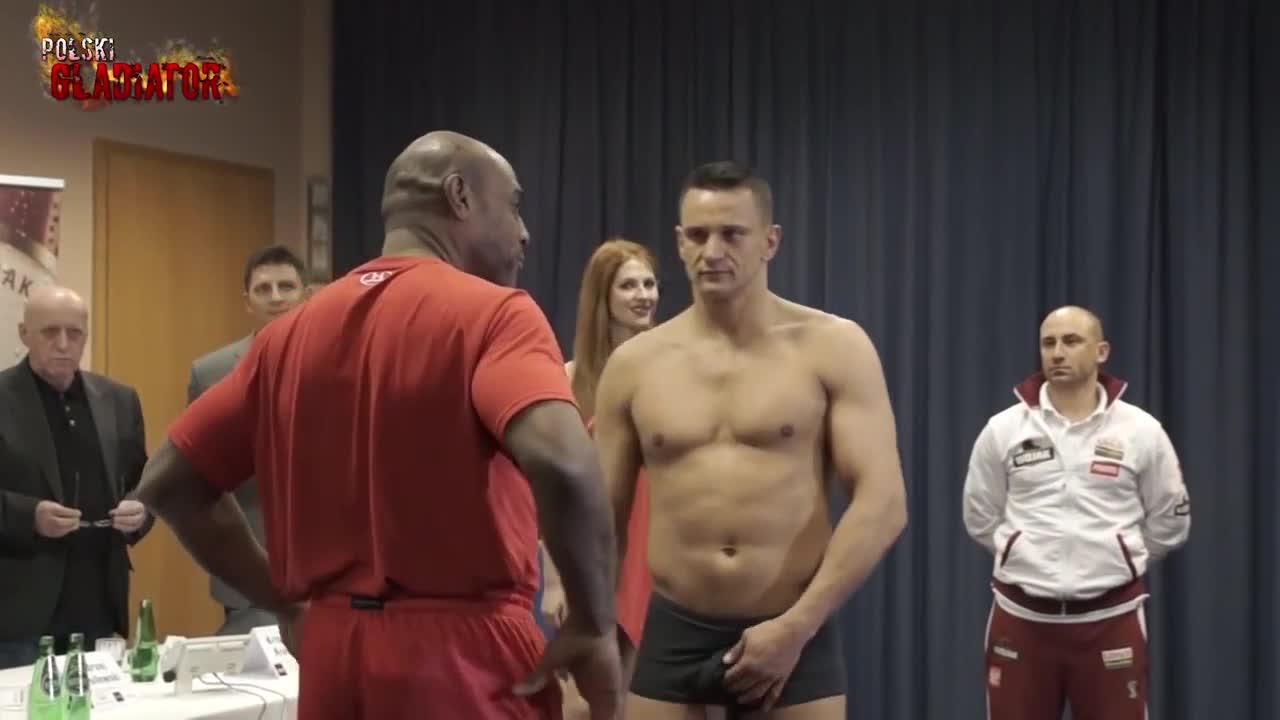 boxer touching dick