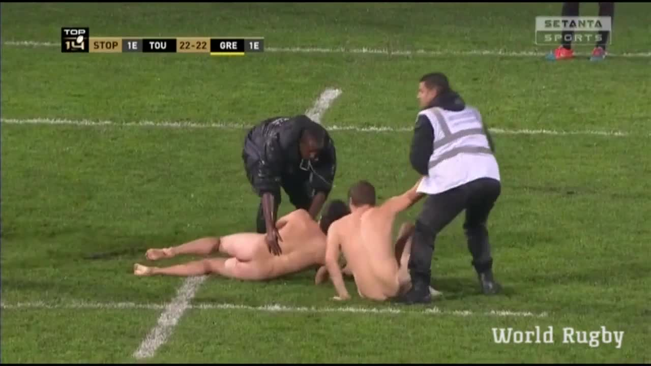 naked STREAKERS at a Toulouse home Top 14 match 3