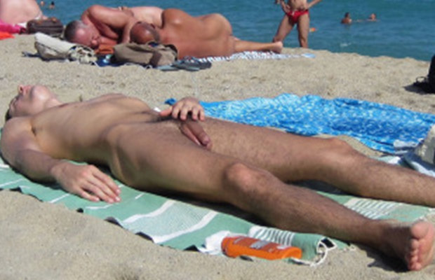 Guys nude sunbathing