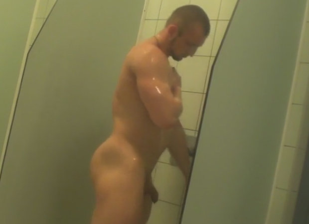 spy on muscle guy shower