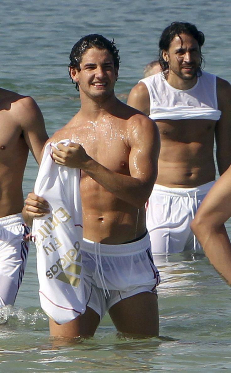 footballer pato revealing swimwear bulge