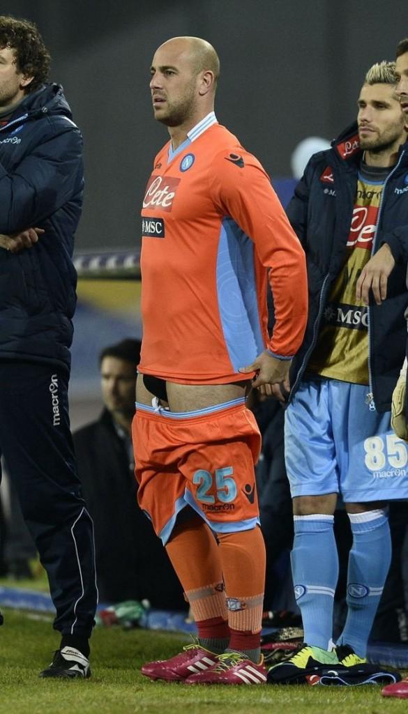 footballer pepe reina underwear bulge during match