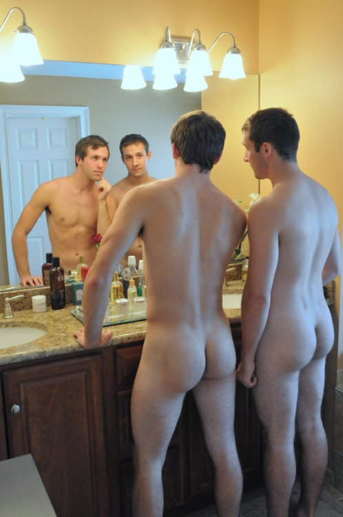 Straight guys nude together