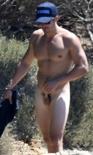 orlando bloom touching his dick