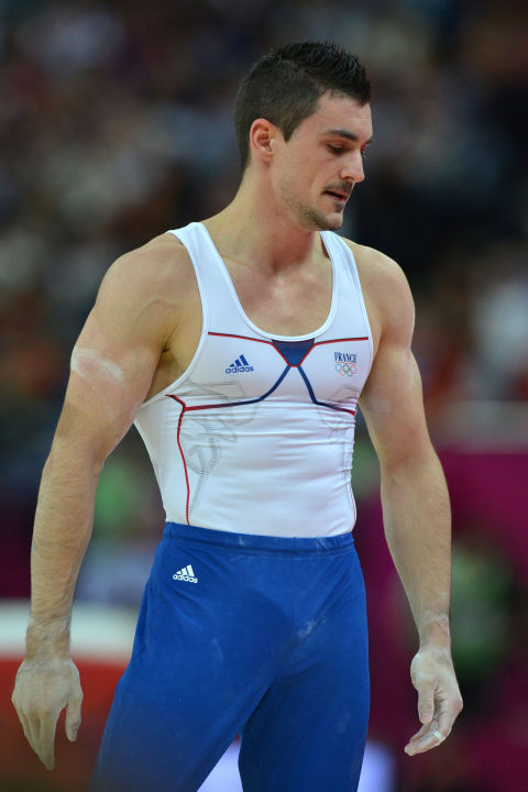 athlete-big-visible-penis-line