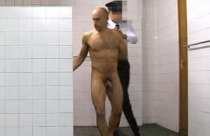 criminal-guy-forced-shower-police-stripsearchhell