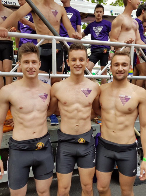 swimmers-spandex-bulges