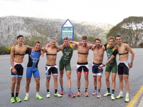 shirtless-athletes-group-bulges