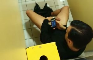 gay-guy-jerking-toilet-watching-grindr