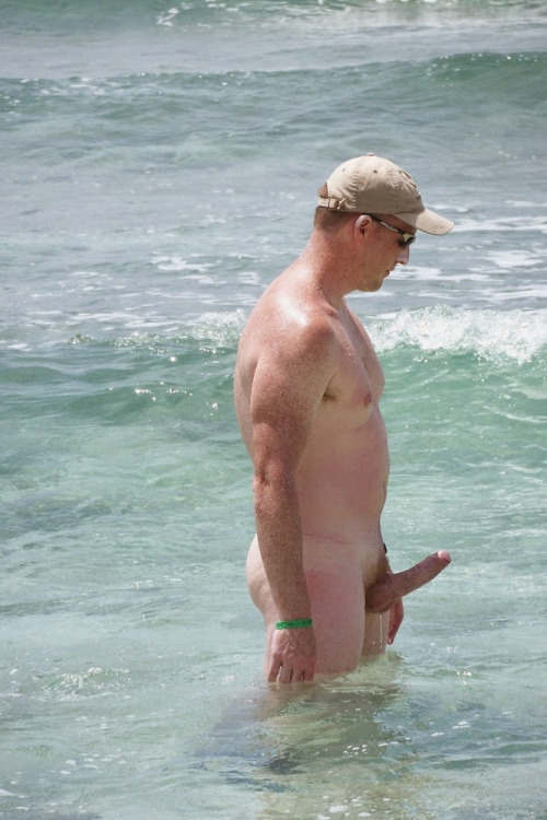 nudist-man-sea-hard-dick