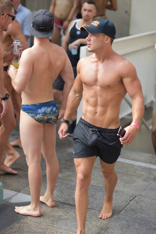 straight dude wanking by the pool