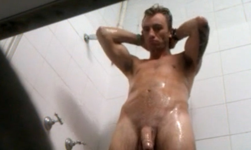 spy on gym guy in the shower