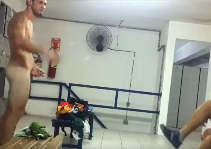 spy on muay thai fighter naked in locker room