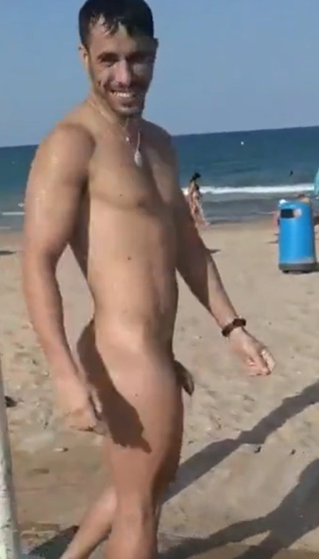 nundist guy taking shower at beach