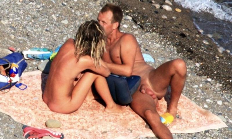 straight nudist men caught over the beach