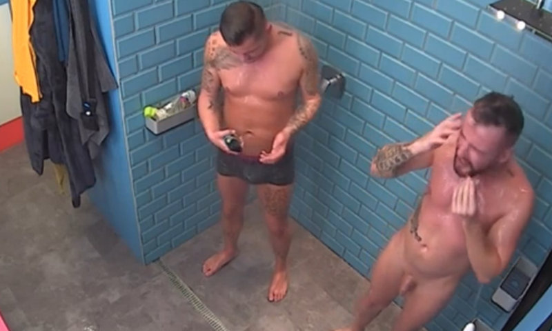 naked guys shower valo vilag reality show