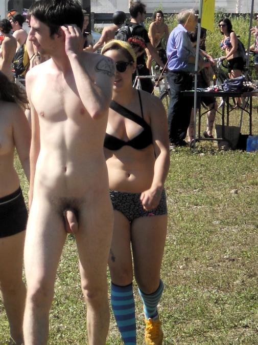 guy naked in public during philadelphia festival