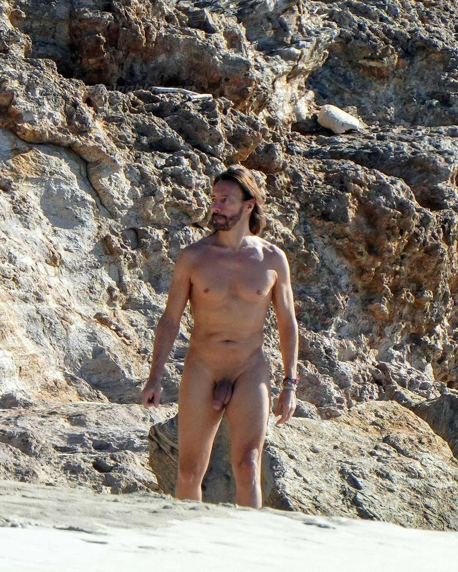 bob sinclar caught naked over a mykonos beach