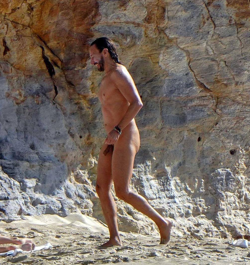 bob sinclar caught naked over the beach