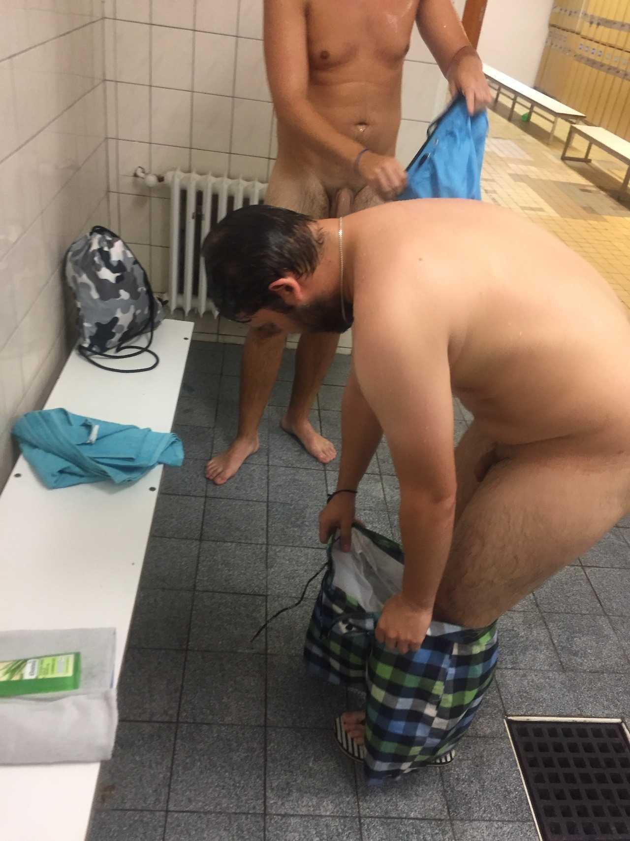 spy on nude guy caught in dressing room