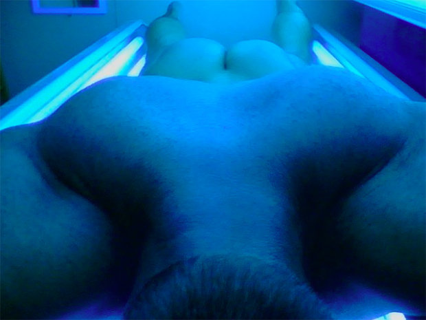 Nude men tanning bed — pic 2