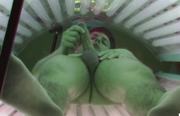 Смотреть порно скрытая камера мужчины в солярии