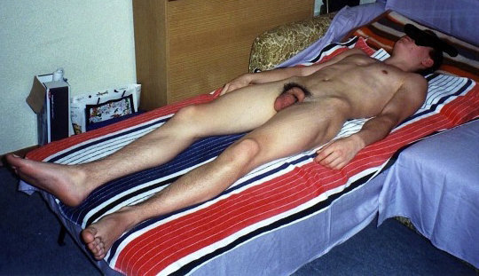 nude-young-boy-sleep