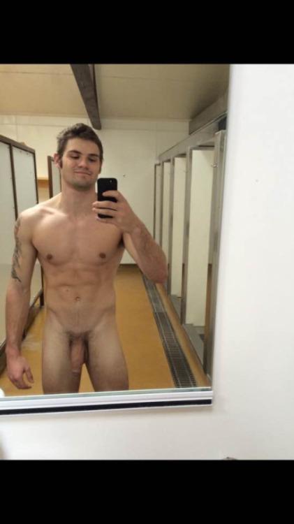 Gym selfie nude