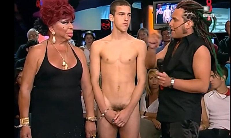 guy full frontal naked on tv show