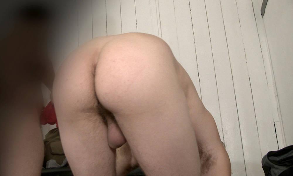 sneaky peek on naked guys in locker room