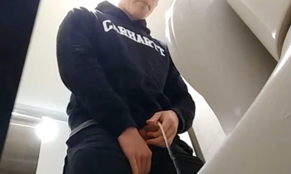 spy on guy caught peeing in public toilet